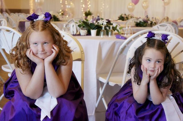 Una boda con muchos invitados pequeños